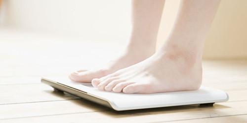 孕期着手妊娠纹预防工作,首要控制体重.jpg